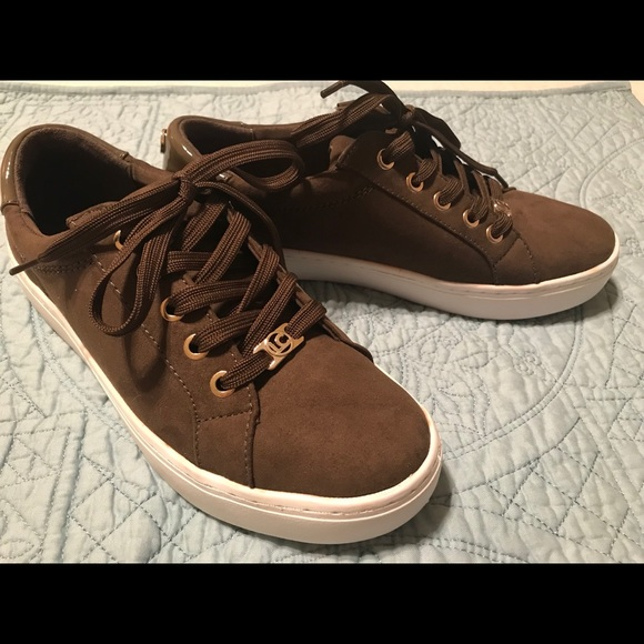 49475e984ee Liz Claiborne women's Warwick sneakers, olive, 7.5